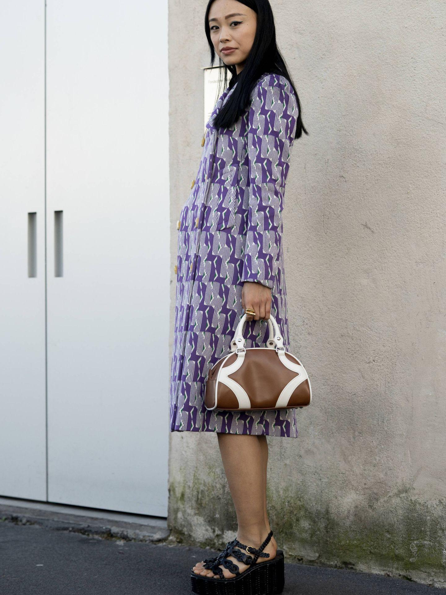 Un vestido con print en tonos lila. (Imaxtree)