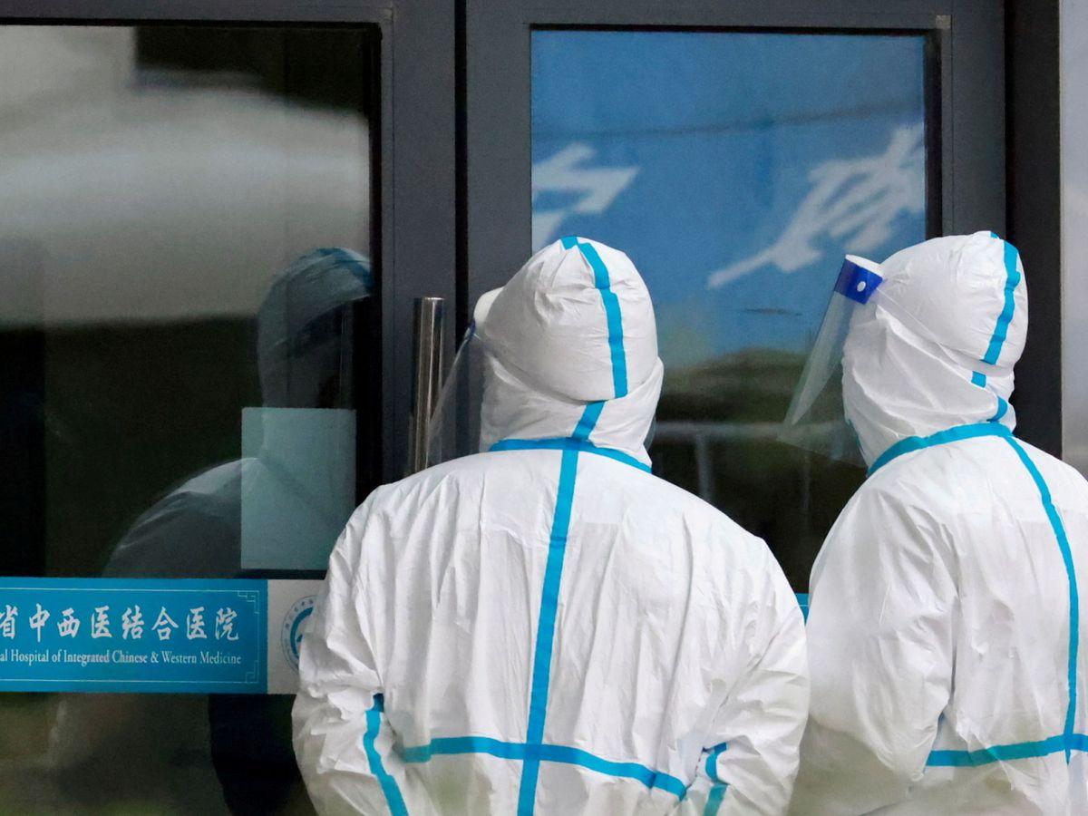 Foto: El equipo de la OMS durante su vista a un hospital de Wuhan en enero de 2021. (Reuters)