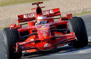 Ferrari dominó la primera jornada de pruebas en Jerez donde De la Rosa marcó el tercer mejor tiempo