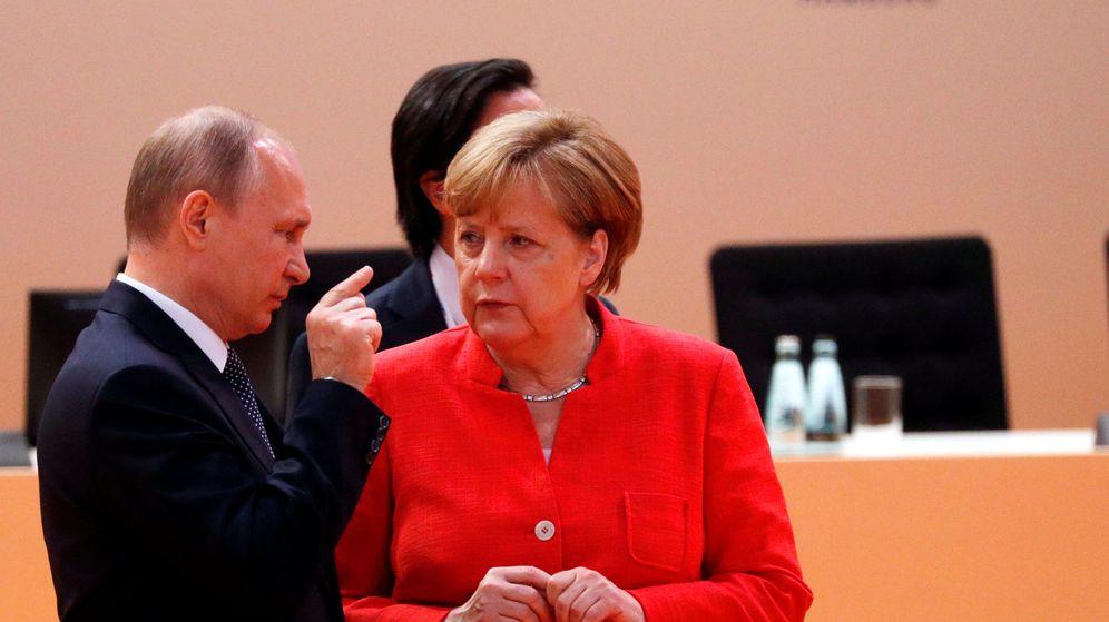 Foto: El presidente de Rusia, Vladimir Putin, y la canciller alemana, Angela Merkel, en la cumbre del G-20 en Hamburgo. (Reuters)