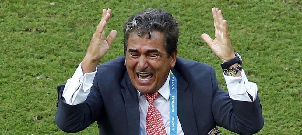Foto: Jorge Luis Pinto, emocionado tras el triunfo de Costa Rica sobre Italia (Reuters)