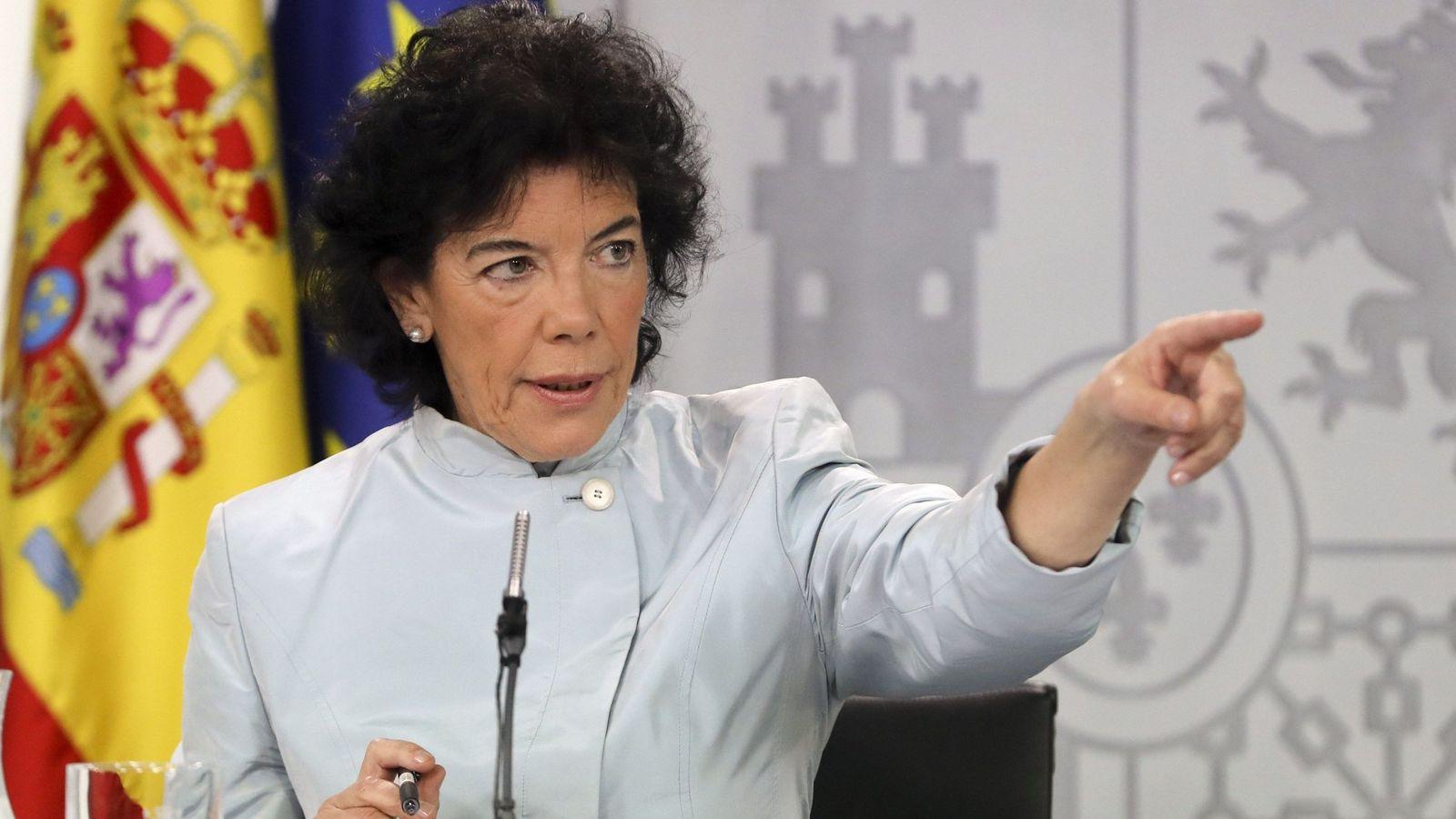Foto: Isabel Celaá, ministra de Educación y portavoz del Gobierno, durante su primera rueda de prensa tras el Consejo de Ministros de Pedro Sánchez. (EFE)