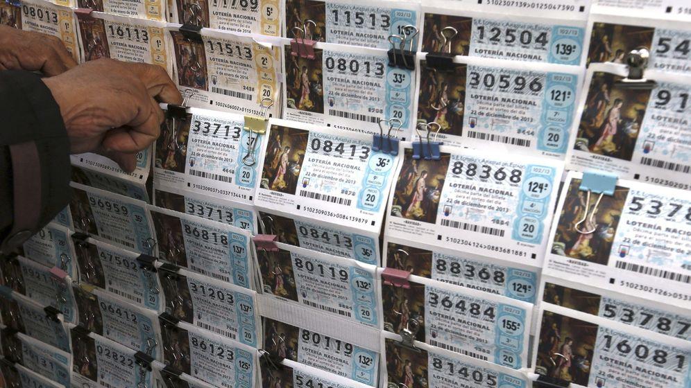 Foto: La venta de décimos en la Lotería de Navidad. (EFE)
