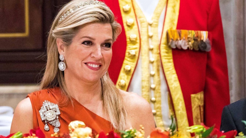 Máxima de Holanda estrena otra espectacular joya en su última cena de gala