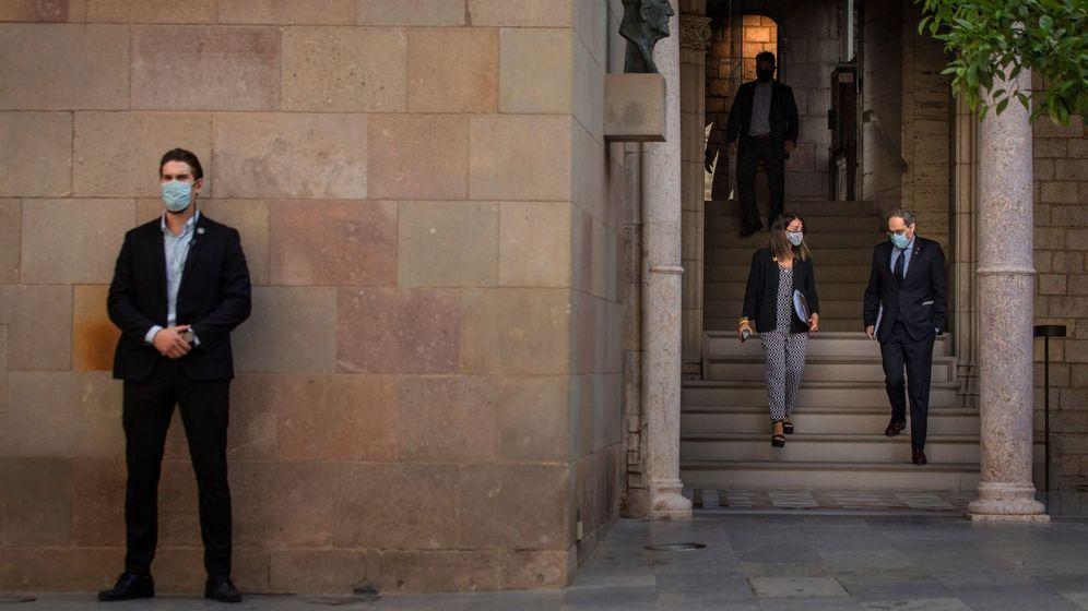 Foto: El presidente de la Generalitat, Quim Torra (d), junto a la consellera de Presidencia, Meritxell Budó. (EFE)