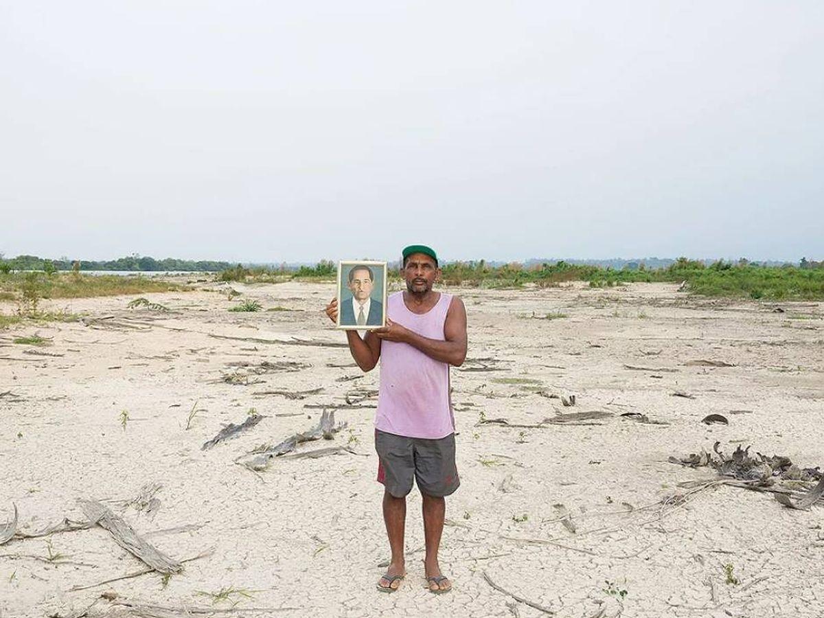 Foto: Fotografía de José sobre terreno brasileño talado por las obras   Marilene Ribeiro