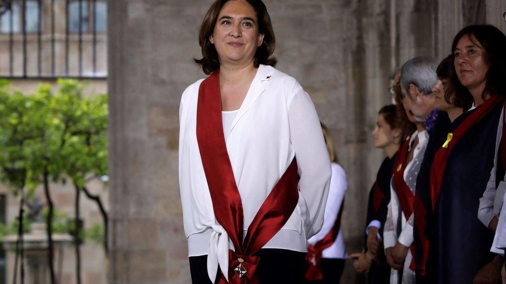 Foto: Ada Colau durante el acto protocolario en el Palau de la Generalitat. (EFE)