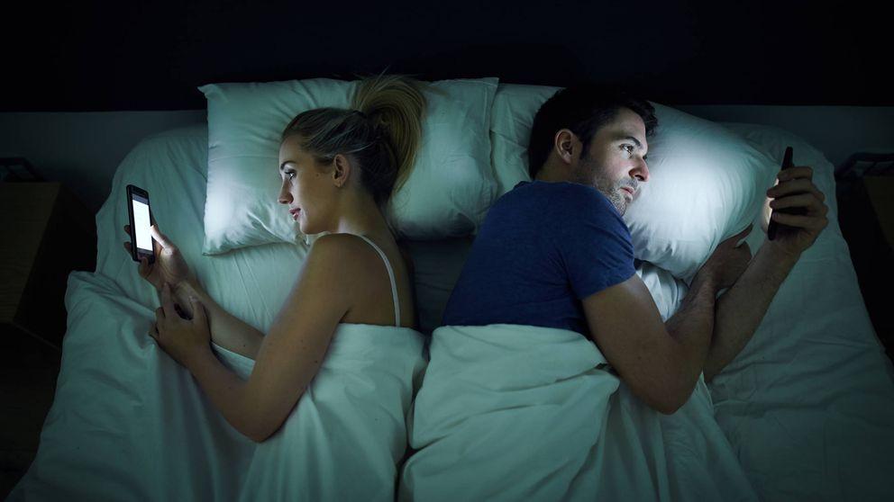 Tu pareja te espía en redes sociales: por qué lo hace y qué puede encontrar