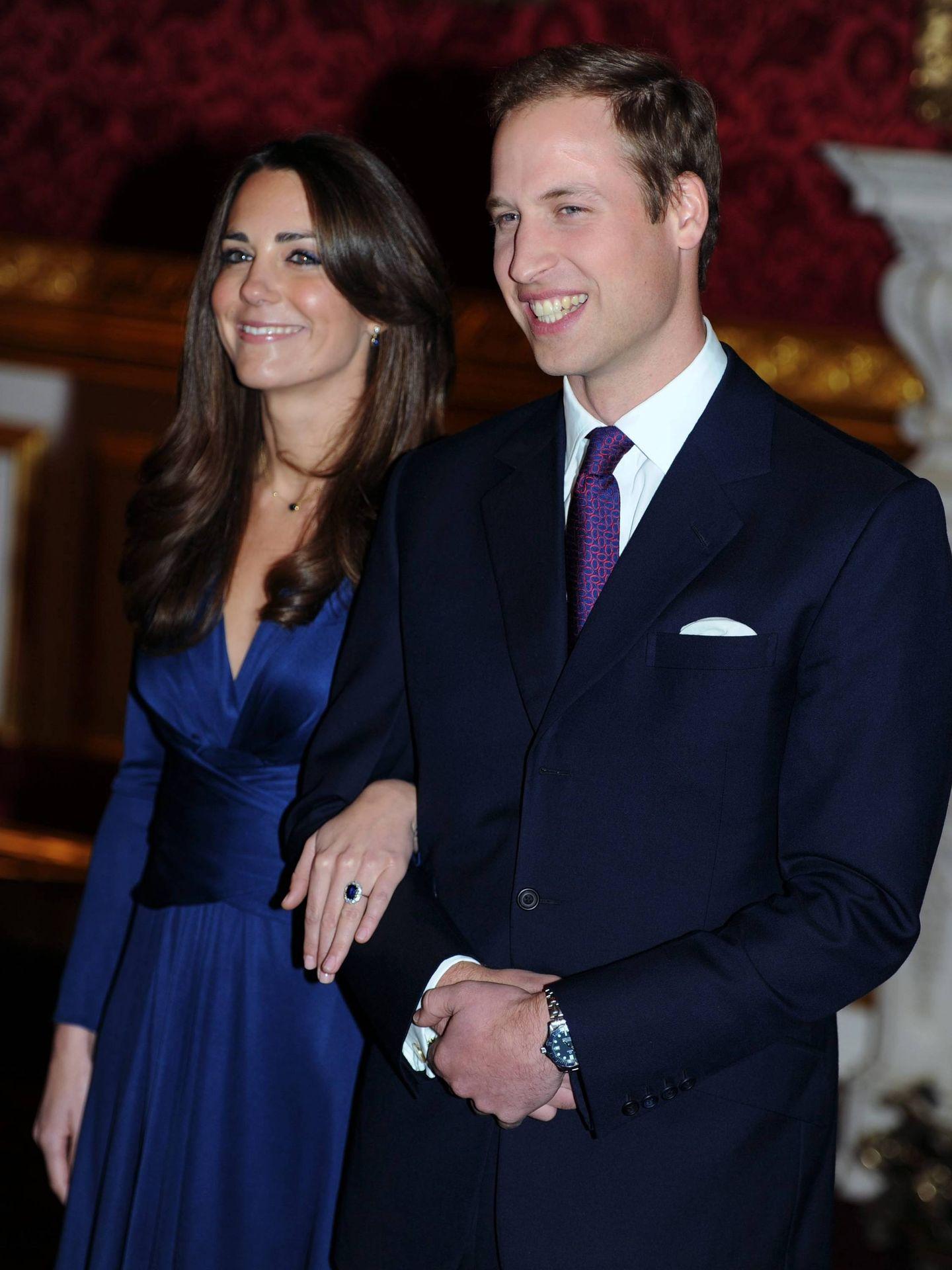 El príncipe Guillermo y Kate Middleton anunciaron su compromiso en 2010. (Cordon Press)