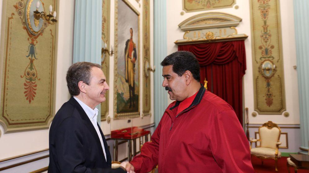 Foto: El expresidente Zapatero saluda a Nicolás Maduro en el Palacio de Miraflores, Caracas, el 20 de febrero de 2017. (Reuters)
