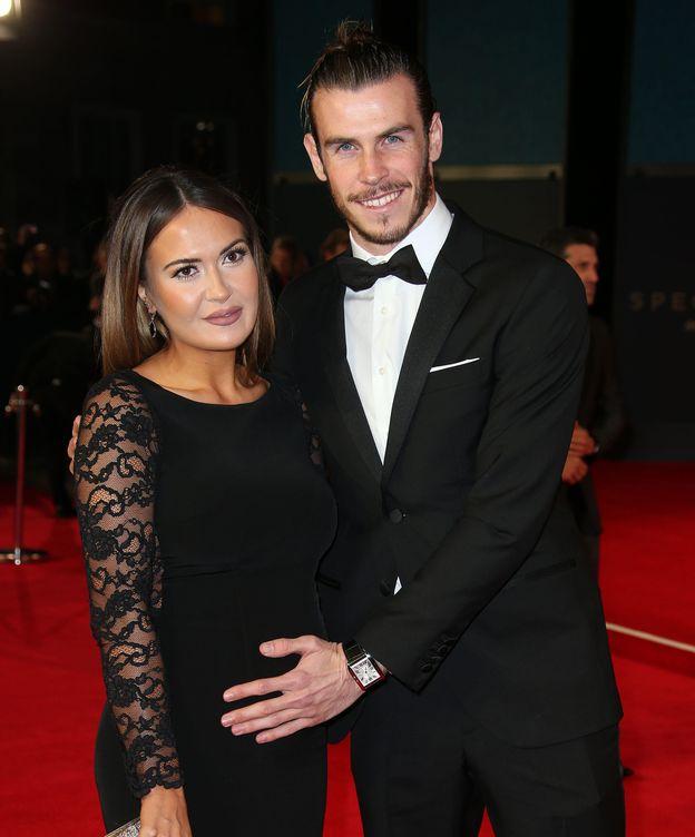Foto: Gareth Bale junto a su pareja, Emma Rhys-Jones, en el estreno de James Bond (Gtres)
