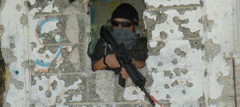 Foto: Antonio Salas durante su adiestramiento, con un subfusil M4.