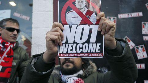 ¡Puto nazi!, los insultos a Zozulya que han hecho suspender el Rayo Vallecano - Albacete