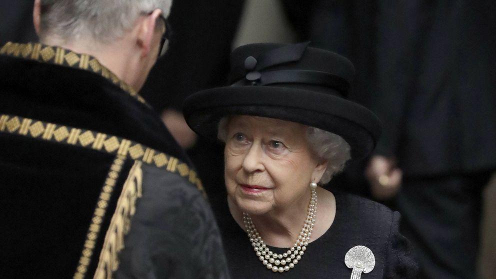 La reina Isabel II, de luto: mueren unos parientes en un accidente de tráfico
