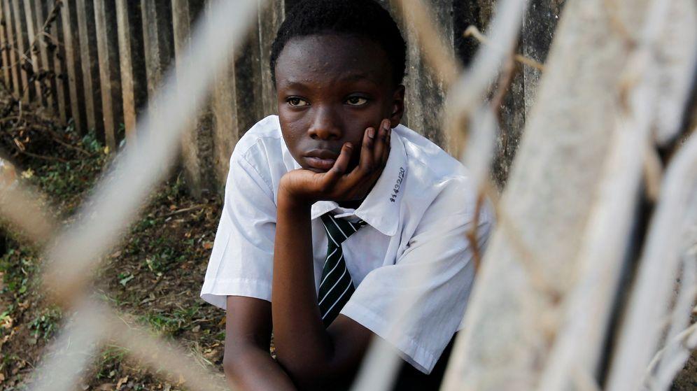 Foto: Una estudiante de una escuela en Nairobi, poco después de que se suspendieran las clases en Kenia por el coronavirus. (Reuters)
