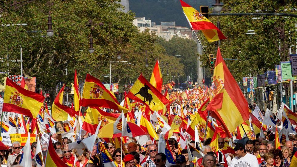 Foto: Banderas españolas en una manifestación por la unidad de España. (EFE)