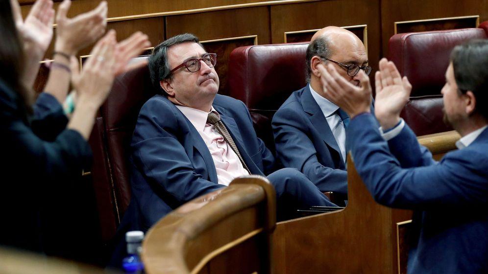 Foto: El portavoz del PNV, Aitor Esteban (c), durante el debate de la moción de censura. (EFE)
