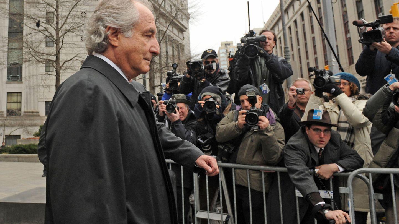 Bernard Madoff a la salida de los juzgados de Manhattan en el año 2009 (Gtres)
