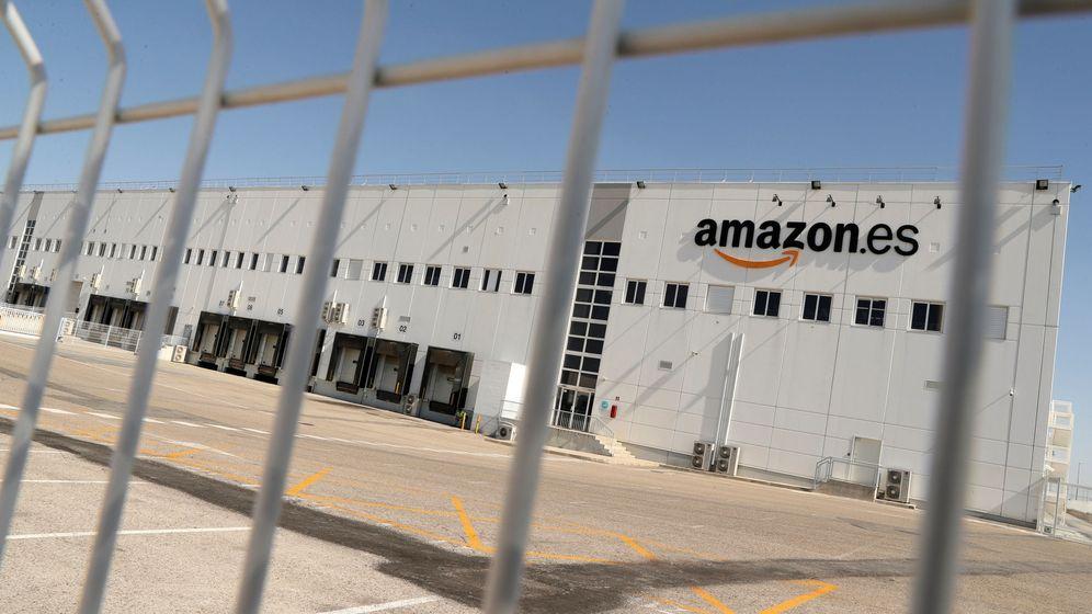 Foto: Exterior del almacén de Amazon de San Fernando de Henares. (Reuters)