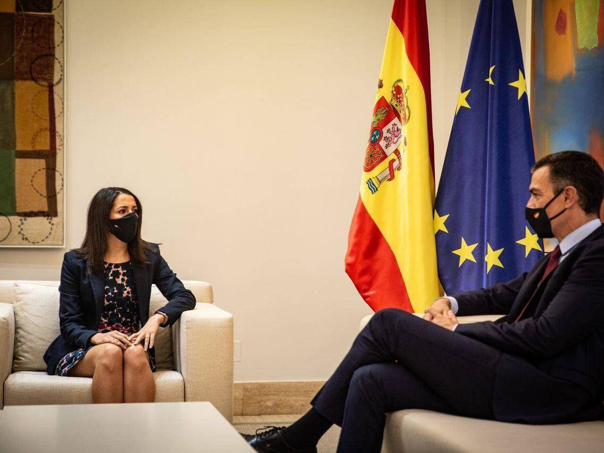 Foto: Inés Arrimadas y el presidente del Gobierno, en su reunión en Moncloa. (Pedro Ruiz)