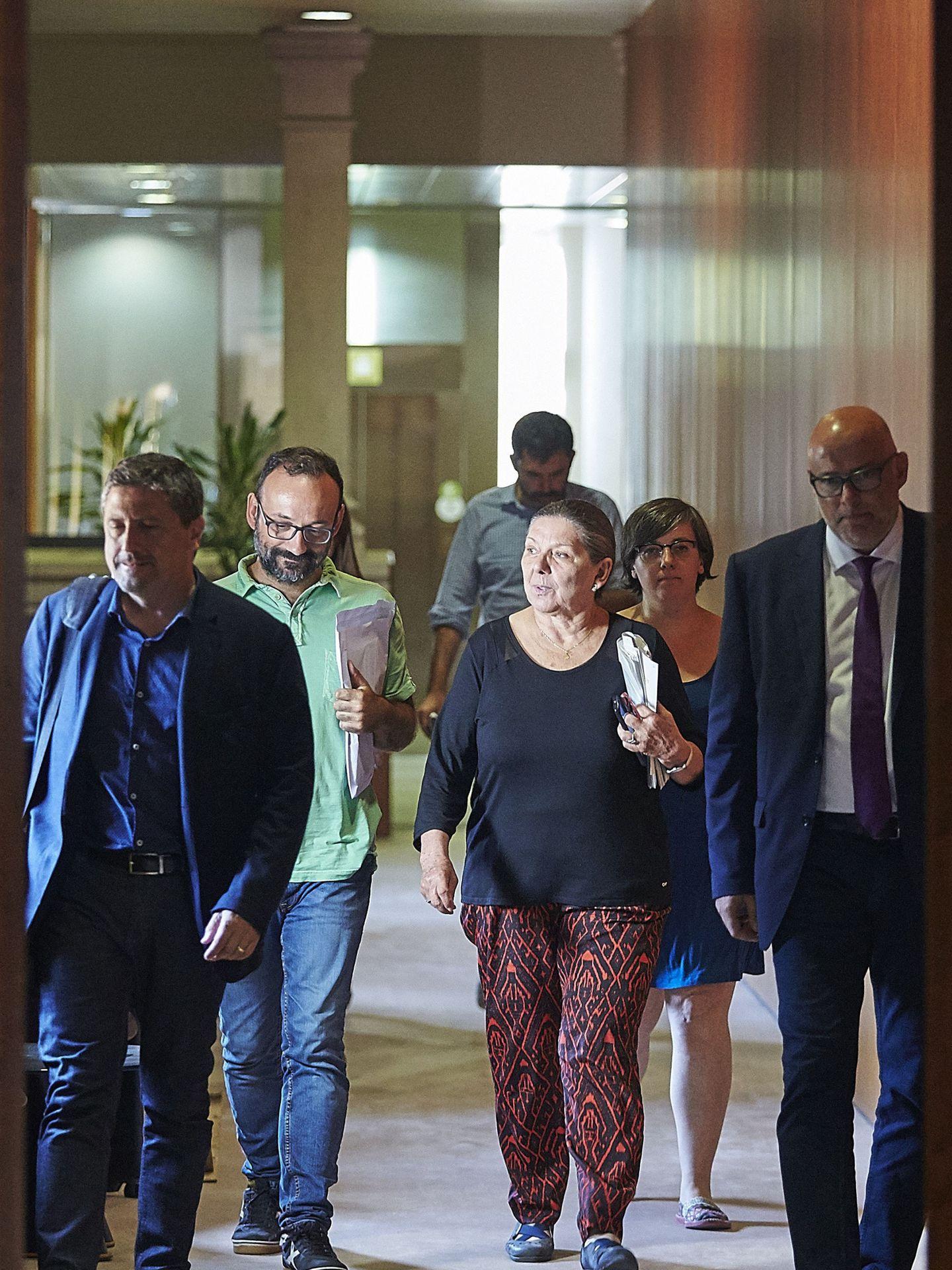 Gabriela Serra en los pasillos del Parlament. (EFE/Alejandro García)