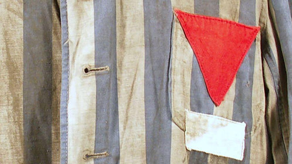 Foto: Uniforme de los campos con el triángulo rojo.