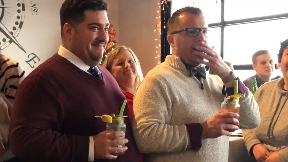 Los alumnos de un profesor gay le dan una gran sorpresa para celebrar su boda
