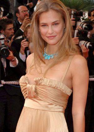 Bar Rafaeli, la novia de DiCaprio, pillada con otro