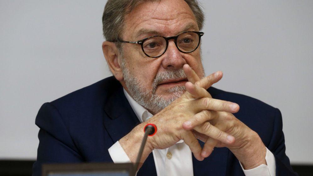 Foto: El presidente del Grupo Prisa, Juan Luis Cebrián, durante una conferencia el pasado mes de julio. (EFE)