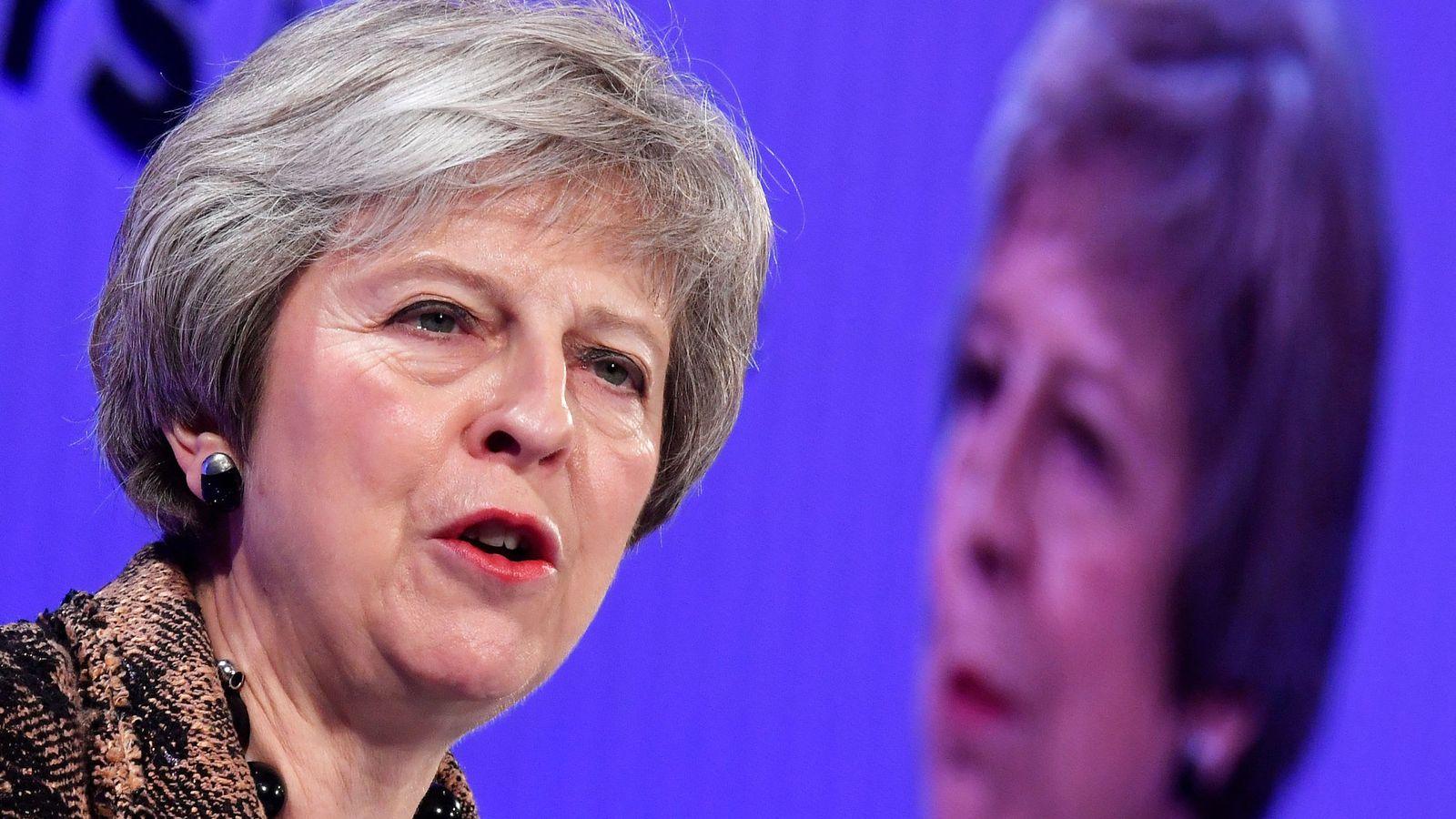 Foto: La primera ministra británica, Theresa May, habla en la Confederación de la Industria Británica, el 19 de noviembre de 2018. (Reuters)