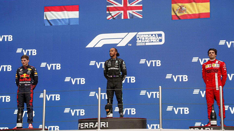 Sainz, Verstappen y Hamilton, el podio de Sochi. (Reuters)