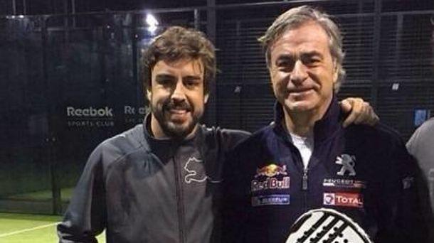Foto: Carlos Sainz y Fernando Alonso en un duelo... de pádel. (Cordon)