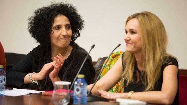 Foto: La feminista Zoubida Boughaba y de la consejera de Educación y Cultura, Elena Fernández Treviño, el lunes en Melilla. (Europa Press)