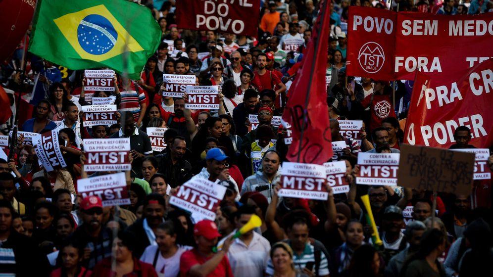 Foto: Manifestantes protestan contra la reforma al régimen de jubilaciones propuesto por el presidente Michel Temer en São Paulo (Brasil).