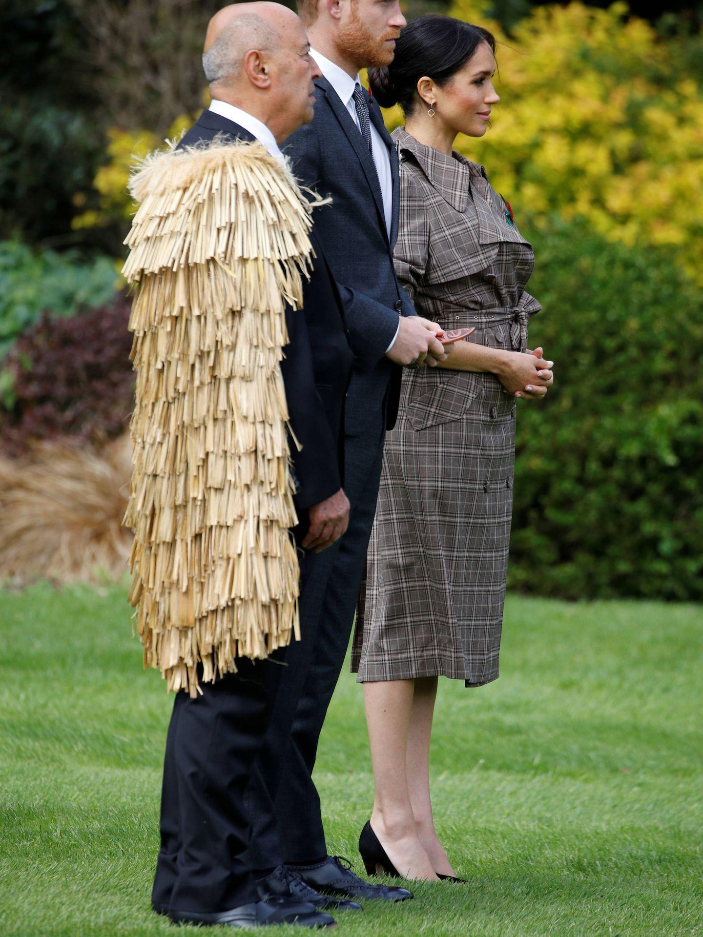 Meghan y Harry, durante la ceremonia de bienvenida. (Reuters)
