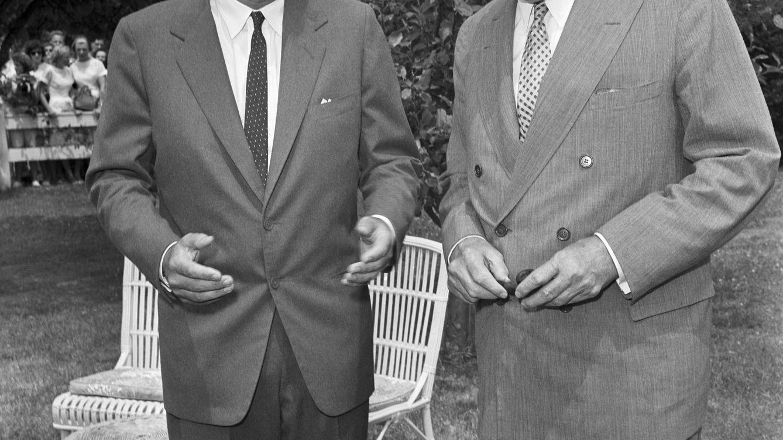 Foto: ¿Aparece JFK en esta foto retratado junto al hombre que decidió su suerte? (Corbis/Bettmann)