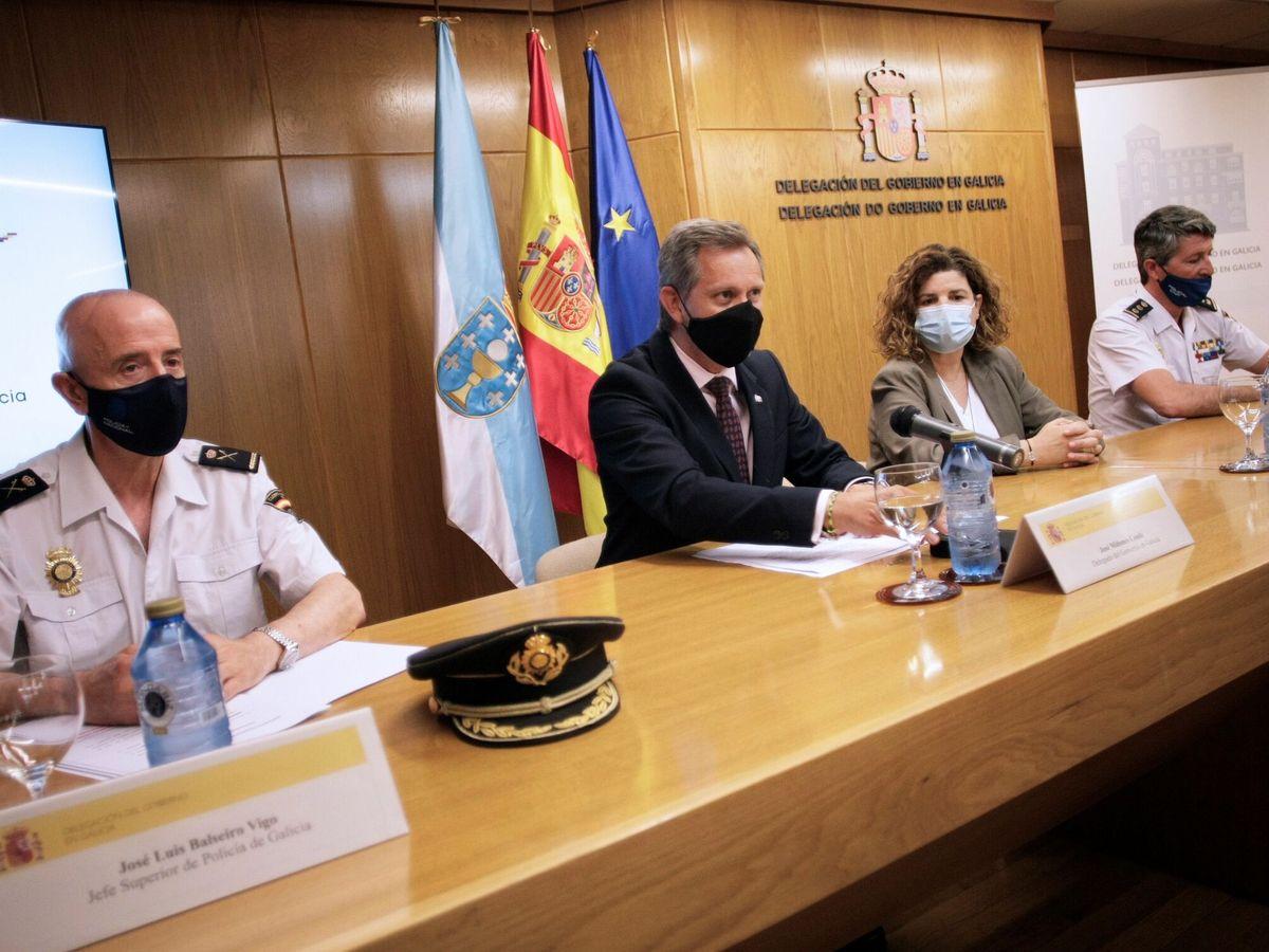 Foto: El delegado del Gobierno en Galicia, José Miñones (2i), acompañado por la subdelegada, María Rivas (2d), el jefe superior de Policía de Galicia, José Luis Balseiro (i) y el jefe de brigada provincial de la policía judicial de la Jefatura Superior
