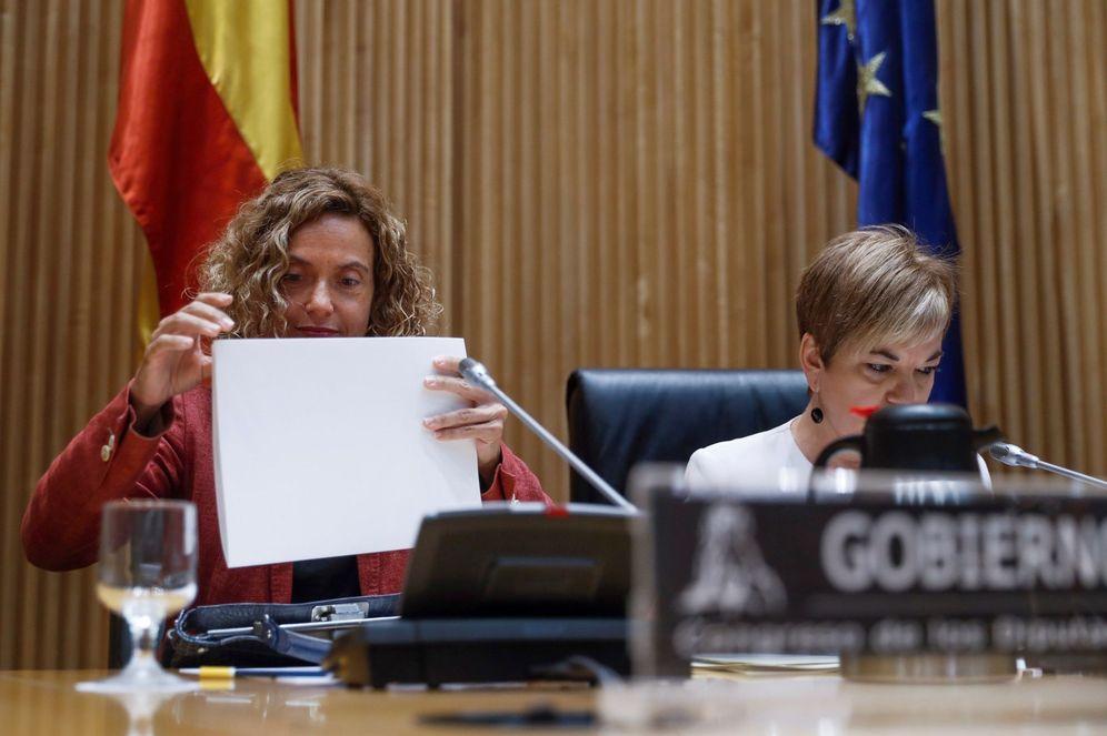 Foto: La ministra de Política Territorial, Meritxell Batet, junto a la vicepresidenta primera de la comisión, Lídia Guinart, este 5 de septiembre. (EFE)