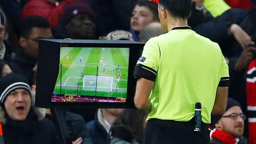 Foto: Cambios temporales y revolución en el fuera de juego: las nuevas normas del fútbol. (Reuters)