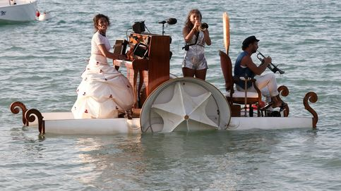 Un piano flotante sobre el lago y festival de flamenco 'on fire': el día en fotos