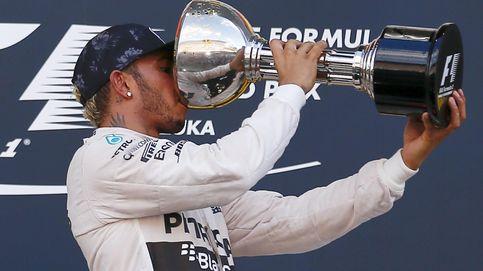Sainz lidera y Alonso cambia de motor en unos libres pasados por agua