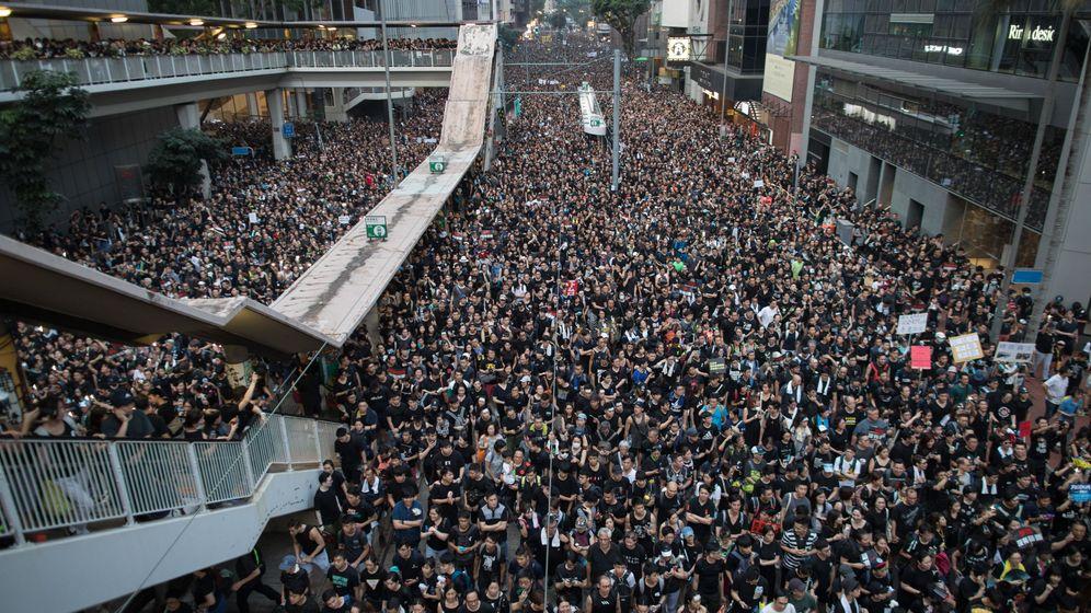 Foto: Manifestación en la excolonia británica. (Reuters)