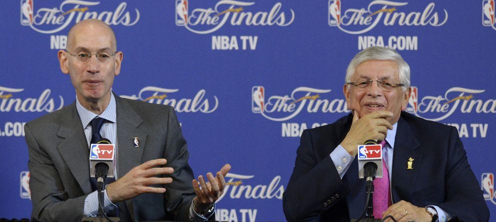 Foto: Adam Silver (izquierda) y David Stern (derecha) en sala de prensa durante la última edición de las Finales NBA.