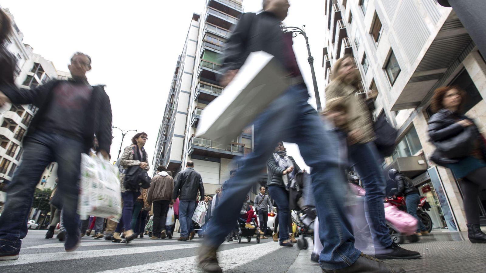 Foto: Los españoles gastarán 700 euros de media. (EFE)