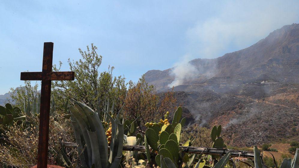 Foto: Incendio en Tejeda, Artenara y Gáldar, en Gran canaria. (EFE)