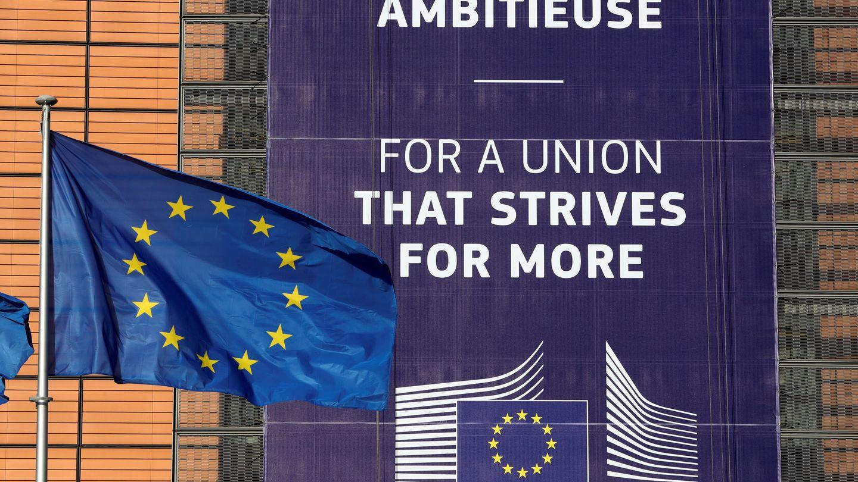 Bandera europea ante la sede del Ejecutivo comunitario. (Reuters)