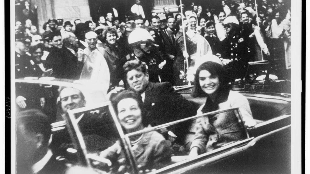 Foto: El presidente Kennedy y la primera dama en Dallas. (Reuters)