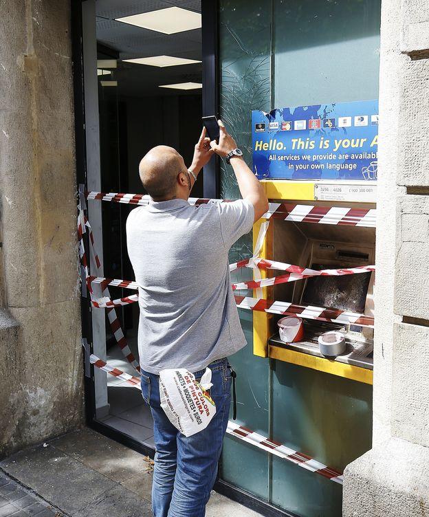 Okupas los disturbios por el banco expropiado de for Cajeros barcelona