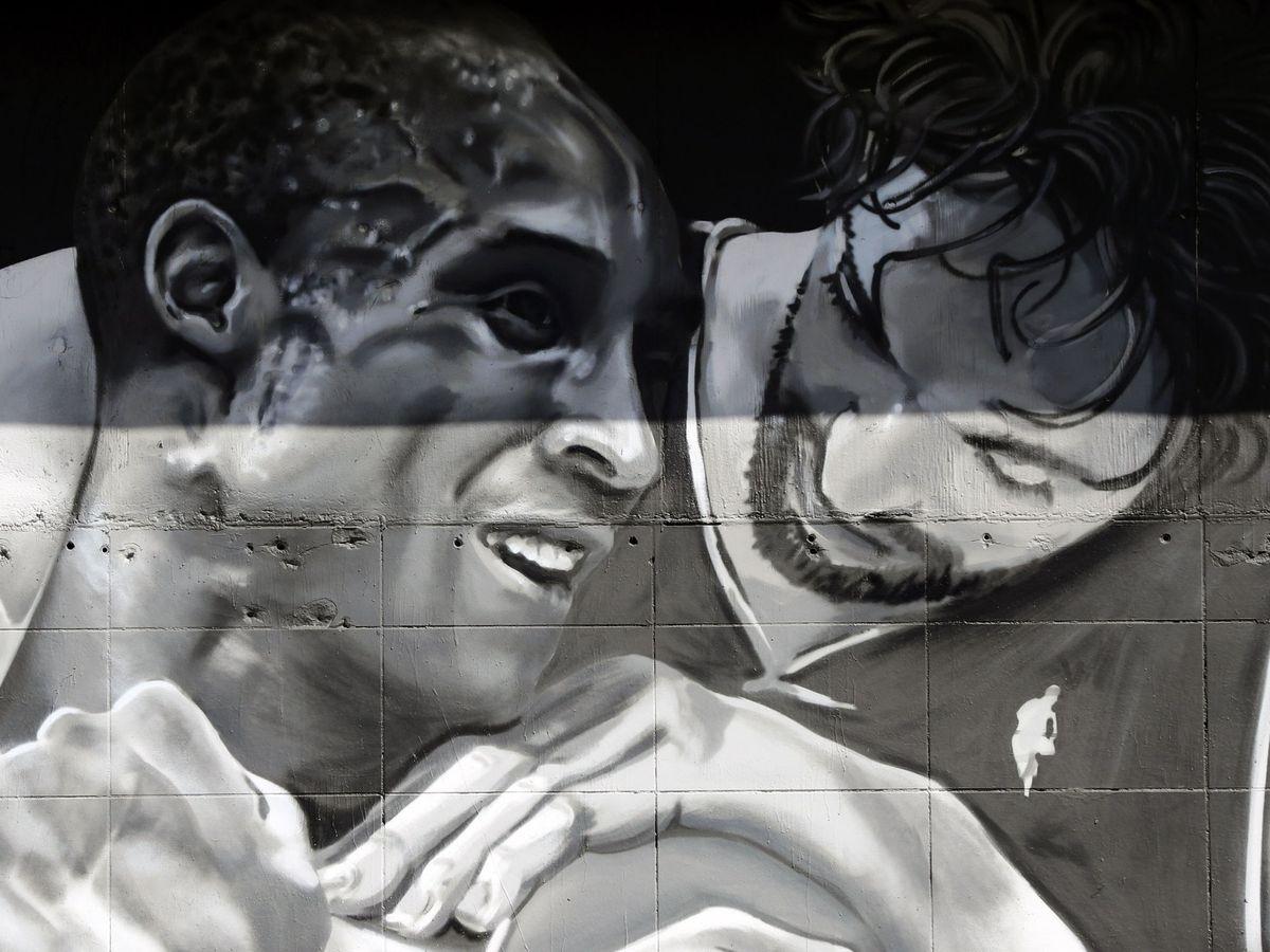 Foto: Kobe y Pau, en un mural en Los Angeles. (Reuters)