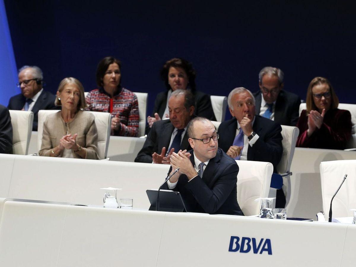 Foto: Parte del consejo de accionistas de BBVA durante la junta de 2019. (EFE)